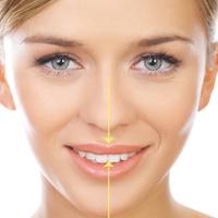 Съвпадение на инцизивната точка със средната линия на лицето